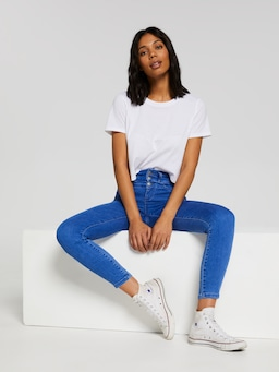 Mia 3 Button High Rise Ankle Skinny Jean